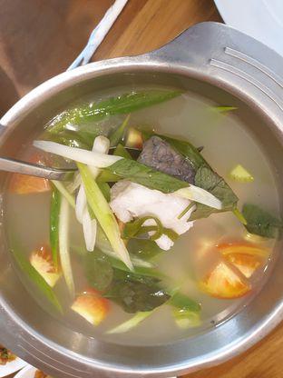 Foto 4 - Makanan(Kakap kuah asam) di Cia' Jo Manadonese Grill oleh Pengembara Rasa