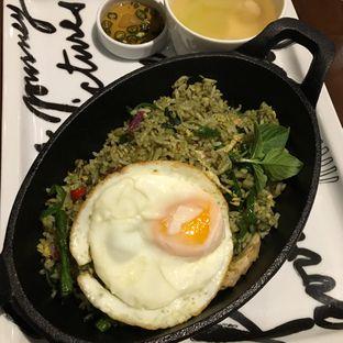 Foto 2 - Makanan(Green Curry Fried Rice) di Greyhound Cafe oleh Jeljel