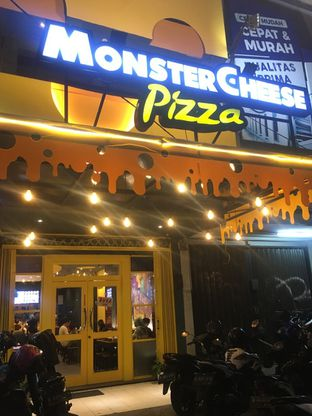 Foto 2 - Interior di Monster Cheese Pizza oleh Prido ZH