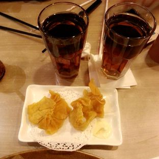 Foto 2 - Makanan(Teh anget, wanton goreng) di Imperial Kitchen & Dimsum oleh Rizky Dwi Mumpuni