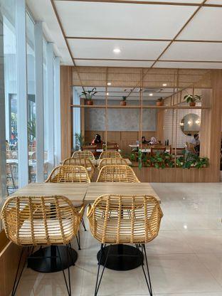 Foto 12 - Interior di Dailydose Coffee & Eatery oleh Jeljel