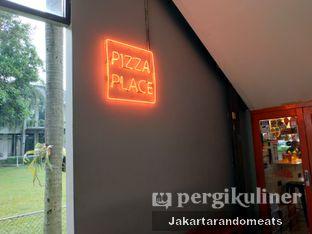 Foto 2 - Interior di Pizza Place oleh Jakartarandomeats