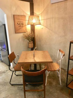 Foto 8 - Interior di Kona Koffie & Eatery oleh Prido ZH