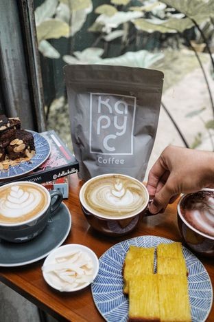 Foto 2 - Makanan di Kapyc Coffee & Roastery oleh Stellachubby