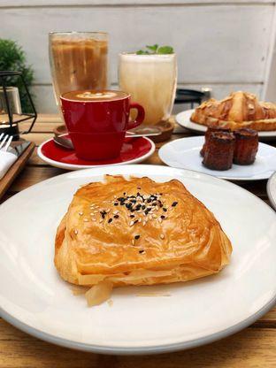 Foto 7 - Makanan di Platon Coffee oleh kdsct