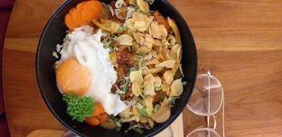 Foto 2 - Makanan(Spicy Chicken Donburi) di Shirokuma oleh Qorry Ayuni