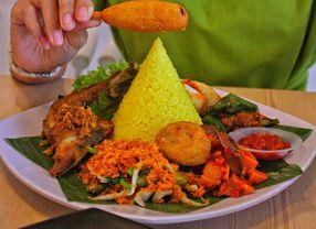 Beda Daerah Beda Rasa, Ini 5 Ragam Nasi Kuning di Indonesia