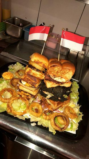 Foto review Smack Burger oleh GetUp TV 2