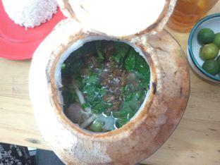 Foto 2 - Makanan(bakso kelapa muda +bihun) di Rumah Makan DM (Doyan Makan) oleh IlhamMaul
