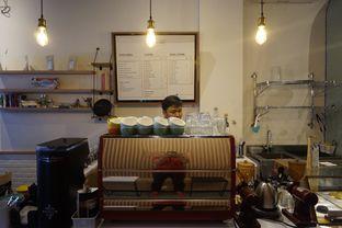 Foto 15 - Interior di Honey Beans Coffee & Roastery oleh yudistira ishak abrar