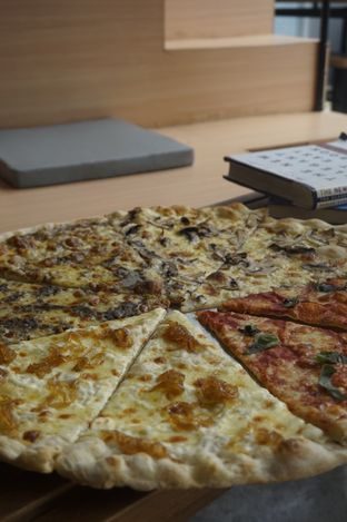 Foto 11 - Makanan di Sliced Pizzeria oleh yudistira ishak abrar