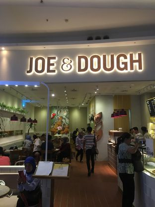 Foto 2 - Interior di Joe & Dough oleh Prido ZH