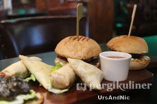 Foto 19 - Makanan(Springroll; samosa; wafyu beef sliders) di McGettigan's oleh UrsAndNic