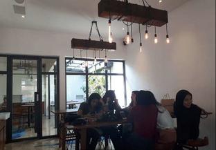 Foto 6 - Interior di SRSLY Coffee oleh @semangkukbakso