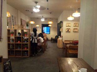 Foto 4 - Interior di Lekker Dan Kopi oleh felita [@duocicip]