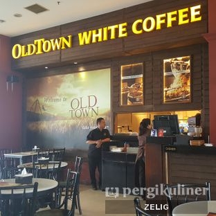 Foto 4 - Interior di Old Town White Coffee oleh @teddyzelig