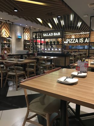 Foto 9 - Interior di Pizza Hut oleh Mariane  Felicia