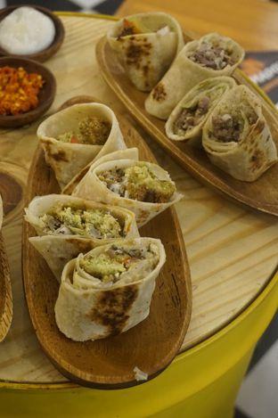 Foto 3 - Makanan di Emado's Shawarma oleh yudistira ishak abrar