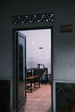 Foto 2 - Interior di Laksa Betawi Assirot oleh harizakbaralam
