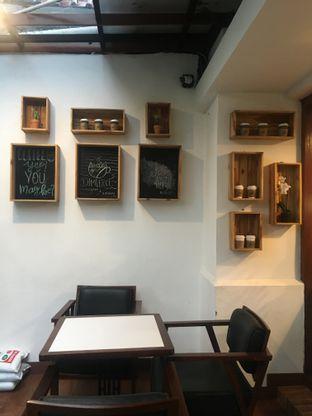Foto 11 - Interior di Dimitree Coffee & Eatery oleh RI 347 | Rihana & Ismail