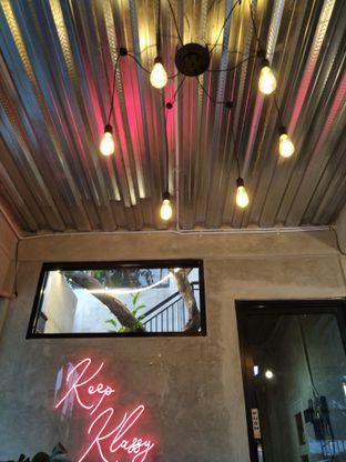 Foto 2 - Interior di Klasik Coffee oleh yeli nurlena