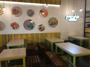 Foto 4 - Interior di Kedai Es Pisang Ijo Pemuda oleh feedthecat