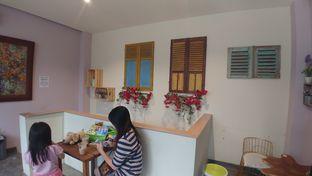 Foto 2 - Interior di Ebony Roastery oleh Sales doyanjajan