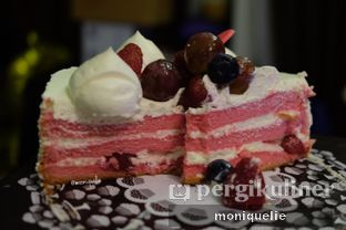Foto - Makanan(Strawberry Fresh Cream #2) di Tous Les Jours oleh Monique @mooniquelie @foodinsnap