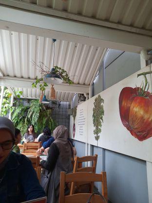 Foto 7 - Interior di Greens and Beans oleh Fatirrahmah Nandika