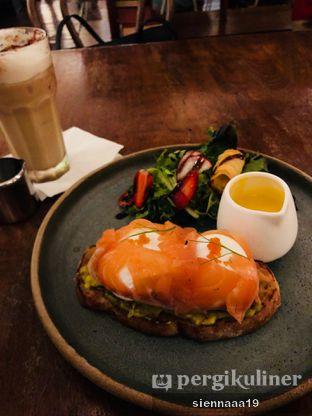 Foto 3 - Makanan(avocado toast) di Benedict oleh Sienna Paramitha