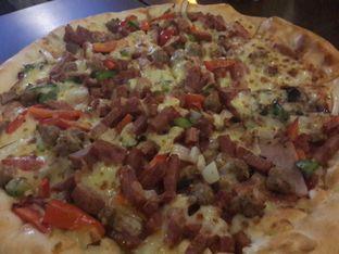 Foto 3 - Makanan(Super Supreme) di Pizza Hut oleh @stelmaris
