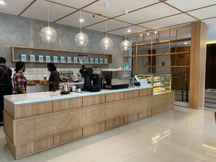 Foto 10 - Interior di Dailydose Coffee & Eatery oleh Jeljel