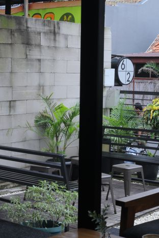 Foto 5 - Interior di Sixty Two Coffee oleh thehandsofcuisine