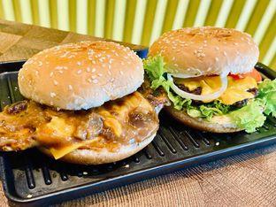Foto 1 - Makanan di FIX Burger oleh feedthecat