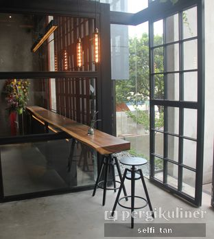 Foto 9 - Interior di Paladin Coffee + Kitchen oleh Selfi Tan