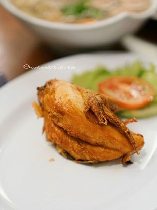 Foto 3 - Makanan(Ayam Goreng Rempah) di Sop Bakso Mama Khouw oleh Huntandtreasure.id