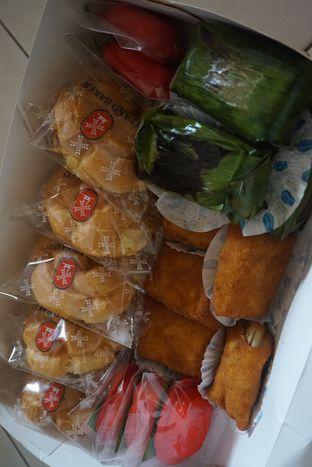 Foto 1 - Makanan di Holland Bakery oleh Andin   @meandfood_