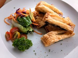 Foto 5 - Makanan(Mushroom wellington) di Nicole's Kitchen & Lounge oleh Komentator Isenk