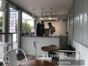 Foto 3 - Interior di FIFO Coffee Box oleh Icong