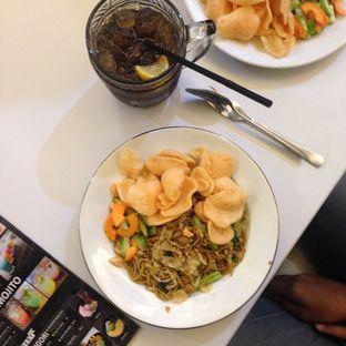 Foto 1 - Makanan(Spaghetti Goreng A La Boss dan Lemon Tea) di Eat Boss oleh Dyah Arumawar Rachma