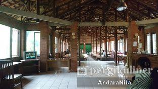 Foto 8 - Interior(indoor) di Rumah Makan Rindang Alam oleh AndaraNila
