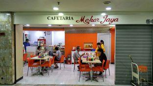 Foto 2 - Interior di Cafetaria Mekar Jaya oleh YSfoodspottings