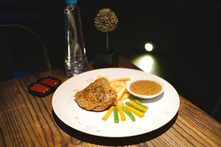 Foto 1 - Makanan(Pepper Crusted Tenderloin Steak) di 8One Sky Resto - Kytos Hotel oleh Fadhlur Rohman