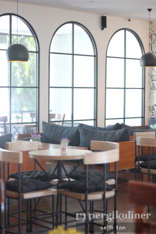 Foto 1 - Interior di Coffee On Fifth oleh Selfi Tan