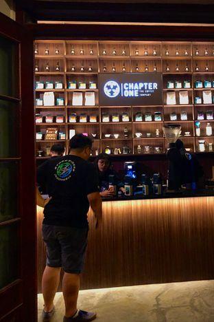 Foto 4 - Interior di Chapter One Coffee & Roastery oleh Fadhlur Rohman