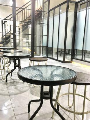 Foto 9 - Interior di Meneed Coffee Cuts oleh Prido ZH