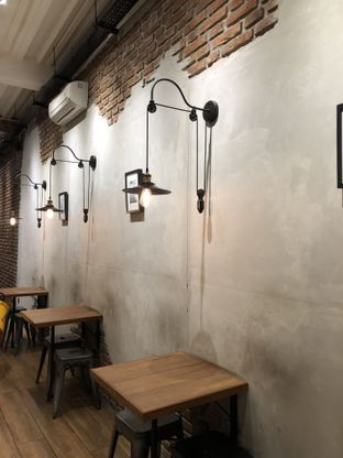 Foto 5 - Interior di Dancing Goat Coffee Co. oleh Mitha Komala