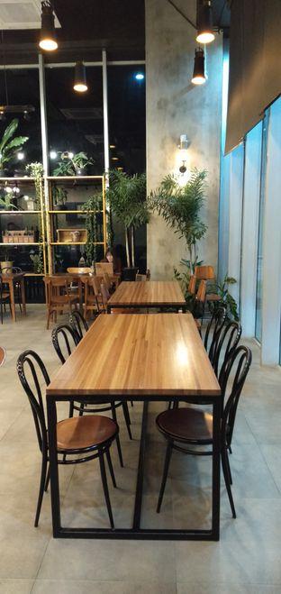 Foto 8 - Interior di Ombe Kofie oleh duocicip