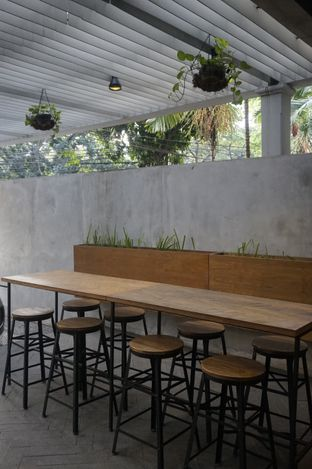 Foto 5 - Interior di Doma Dona Coffee oleh yudistira ishak abrar