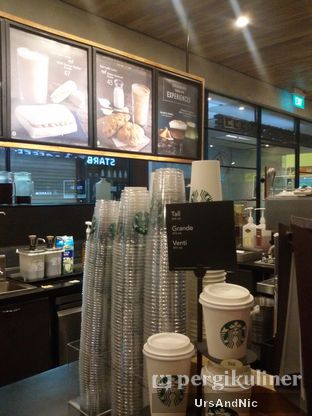 Foto 7 - Interior di Starbucks Coffee oleh UrsAndNic